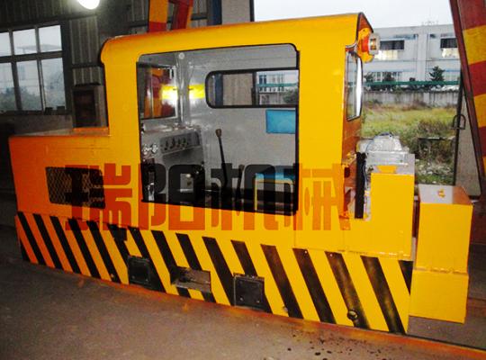 CCG5.0/600/762/900双缸矿用防爆柴油机钢轮普轨机车