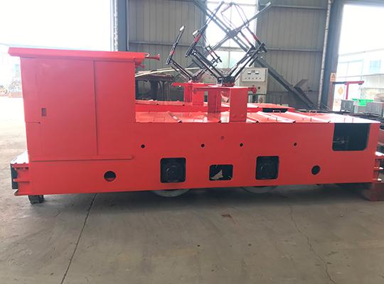 7吨架线机车